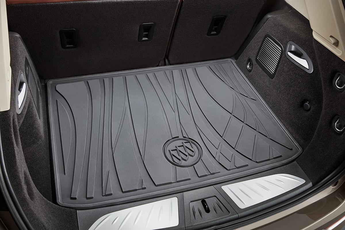 Tapete de vinil para área de carga. Color negro\ con logo Buick