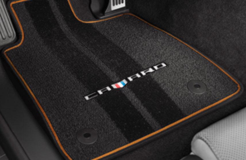 Tapete de alfombra delanteros y traseros con logo Camaro color negro