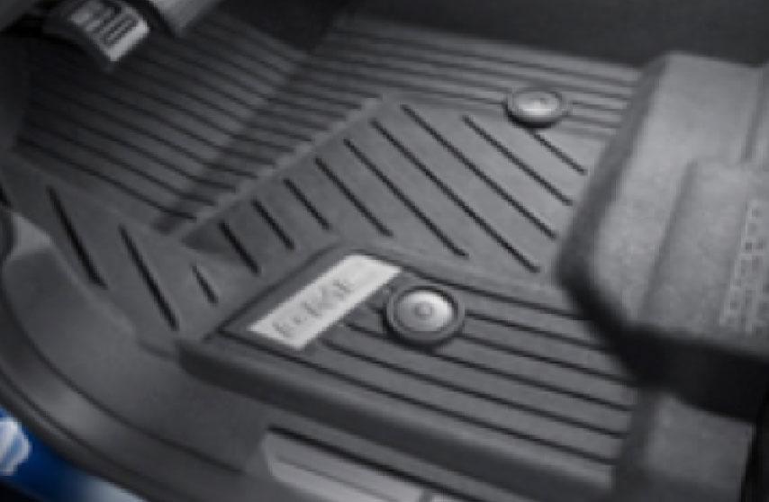 Protectores delanteros interiores\ color negro con logo GMC